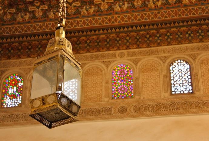 detalle palacio bahía lampara, ventanas, vitrales, bajo relieve