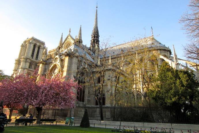 Notre Dame de Paris de lado