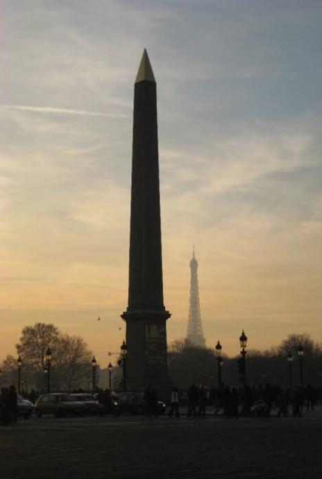 Torre Eiffel y Obelisco en la Plaza de la Concordia Paris